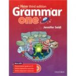 Grammar one (editura: Oxford, autor: Jennifer Seidl, ISBN 978-0-19-443033-3 )