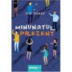 Minunatul prezent ( Editura: Art Grup editorial, Autor: Tim Tharp ISBN 9786068811611 )