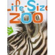 Life-Size Zoo ( Editura : Scholastic , Autor : Teruyuki Komiya ISBN 978-1-407132-63-1 )