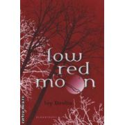 Low red moon ( Editura : Bloomsbury , Autor : Ivy Devlin ISBN 978-1-4088-1398-0 )